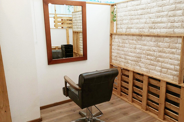 半個室空間での個別対応の伊勢原の美容室see.L